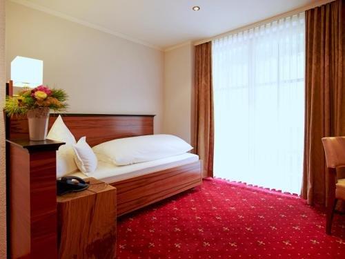Schlosshotel Mespelbrunn - фото 1