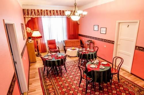 Romeo Family Apartments - фото 13