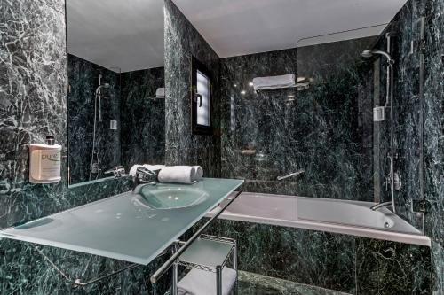 AC Hotel Zaragoza Los Enlaces, a Marriott Lifestyle Hotel - фото 9
