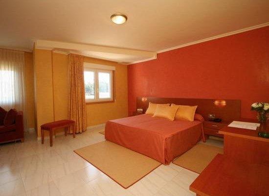 Hotel Dinajan - фото 1
