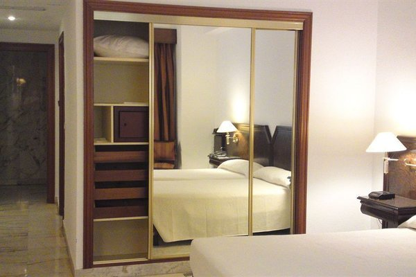 Hotel Turia - фото 2