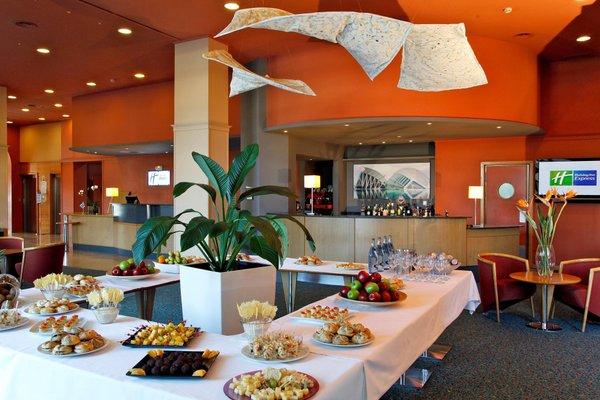 Holiday Inn Express Ciudad de las Ciencias - фото 10