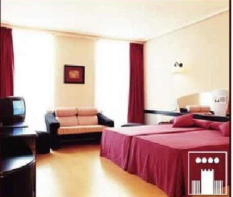 Hotel Celuisma Torrelavega - фото 4