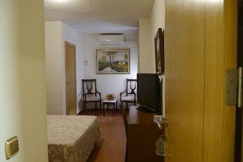 Hotel Torrezaf - фото 1
