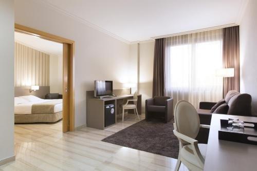 Отель SB Ciutat de Tarragona - фото 6