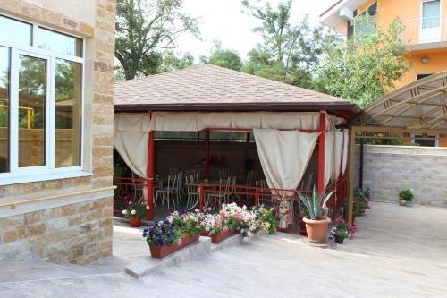 Na Belih Akatsiy Guest House - фото 9