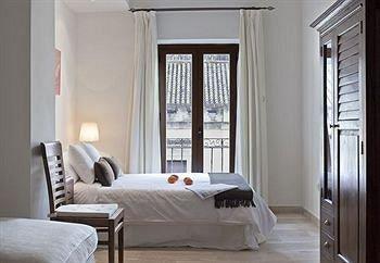 Puerta Catedral Apartments - фото 1