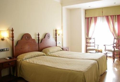 Hotel Virgen de los Reyes - фото 2