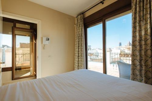 AT apartamentos & VTV Conde de Torrejon 10 - фото 1