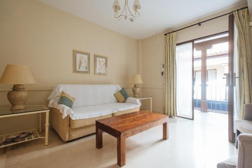 AT apartamentos & VTV Conde de Torrejon 10 - фото 2