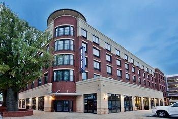 Photo of Hampton Inn & Suites Chapel Hill/Carrboro