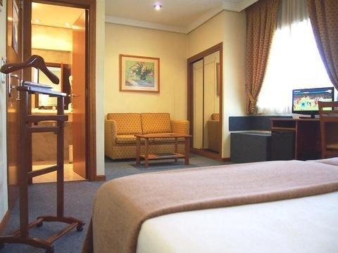 Hotel Ciudad de Compostela - фото 4