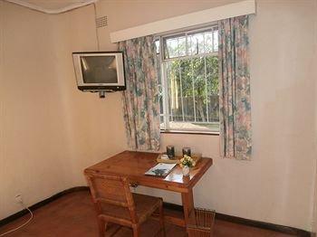 Annie's Lodge Lilongwe Area 10 - фото 8