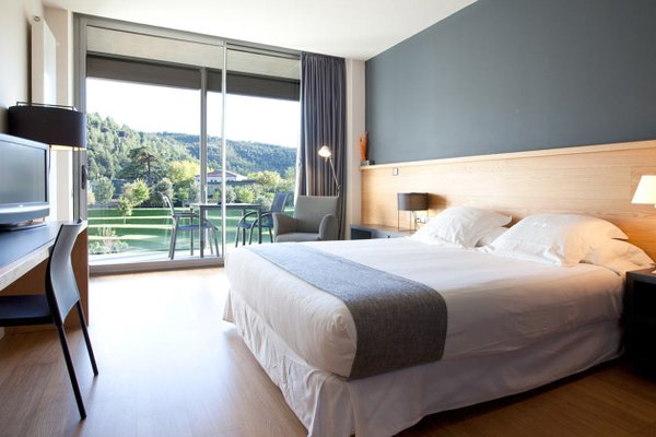 Hotel Mon Sant Benet - фото 2