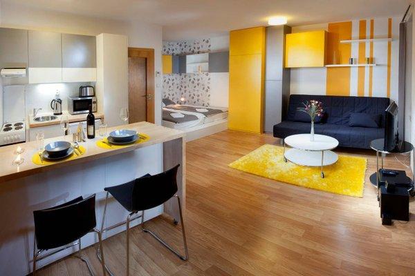 Orange & Yellow Apartments - фото 2