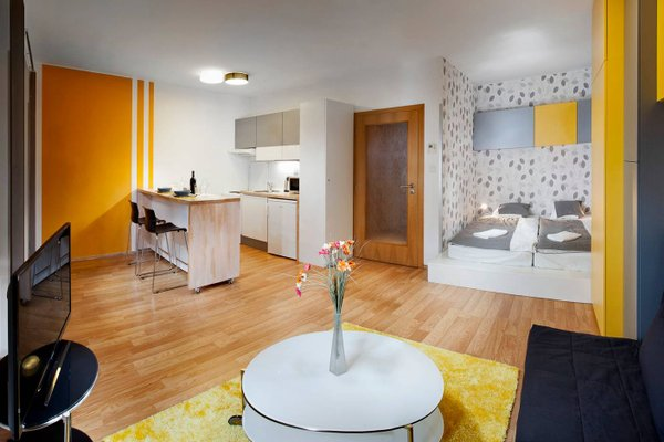 Orange & Yellow Apartments - фото 8