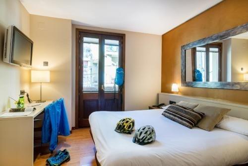 Hotel Els Cacadors de Ribes - фото 1
