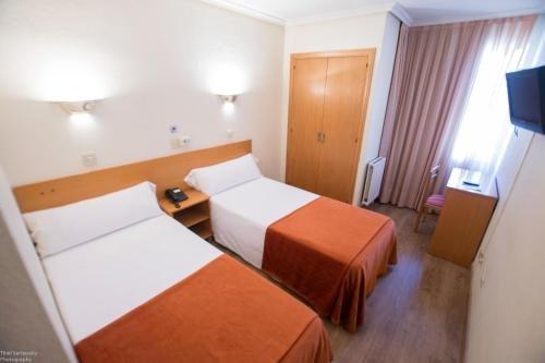 Hotel Colon 27 - фото 1