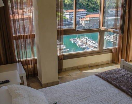 Hotel Zumalabe - фото 1