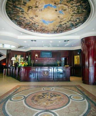 Park Plaza Suites Hotel - фото 14