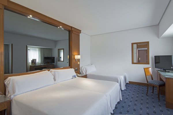 Tryp Coruna Hotel - фото 4