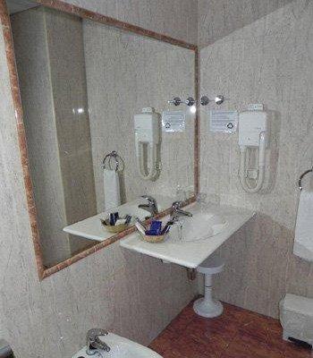 Reina Ana Maria Hotel - фото 8