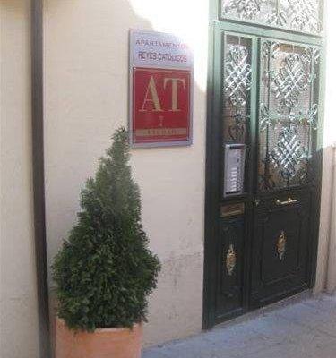 Apartamentos Medina Reyes Catolicos - фото 10