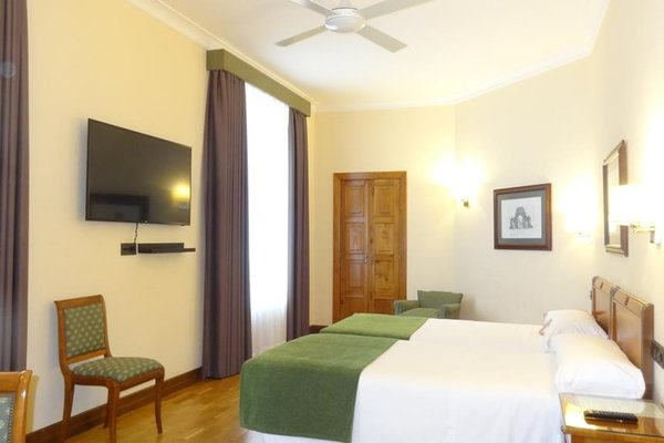 Hotel Hernan Cortes - фото 2