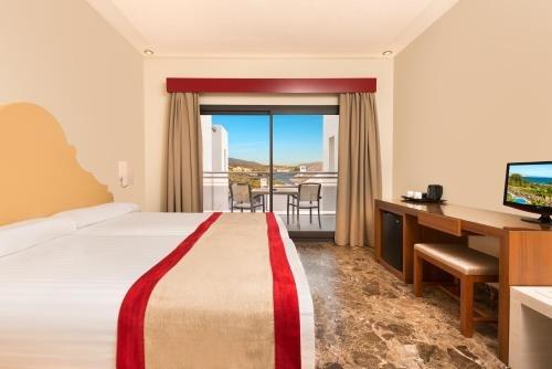 Отель Fuerte Estepona - фото 1