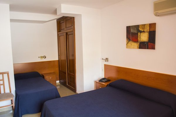 Hotel L'Escala - фото 4