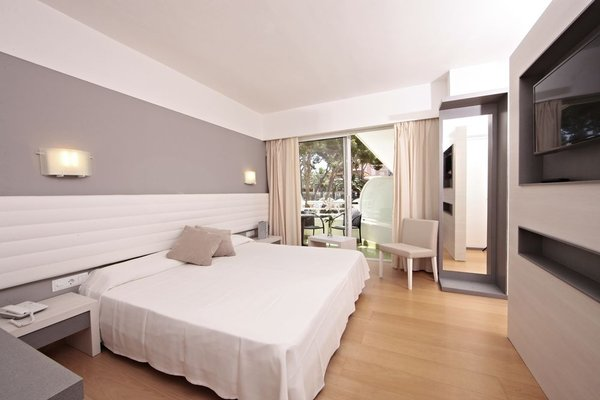 Hotel & Spa S'Entrador Playa - фото 2