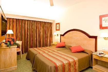 Гостиница «Globales Sumba / Borneo», Кала-Миллор