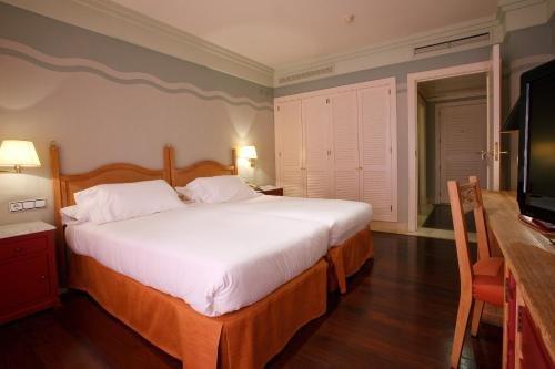 Hotel Playa Victoria - фото 4