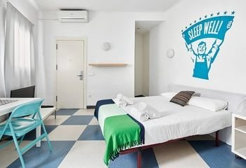 Chic & Basic Urquinaona Apartments - фото 4