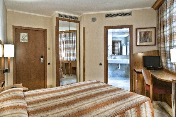 Hotel Aristol - Sagrada Familia - фото 2