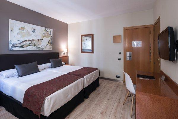Отель Catalonia Castellnou - фото 8