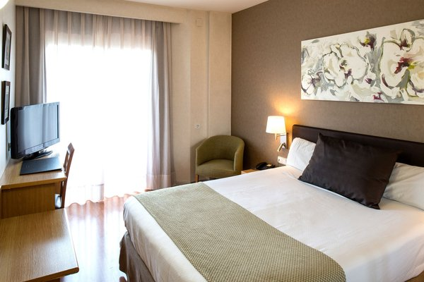 Отель Catalonia Albeniz - фото 1