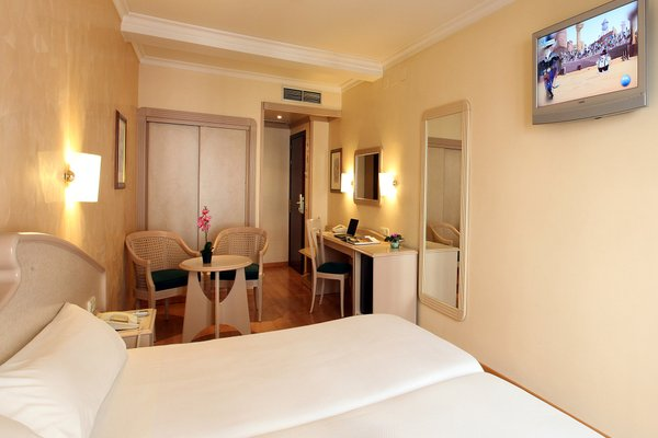 Hotel Lleo - фото 1