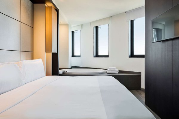Tryp Barcelona Condal Mar Hotel - фото 3