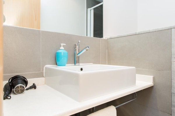 AinB Las Ramblas-Colon Apartments - фото 13