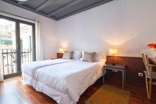 Inside Barcelona Apartments Esparteria - фото 3