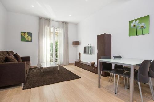 Fisa Rentals Gran Via Apartments - фото 6