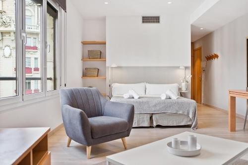 Fisa Rentals Gran Via Apartments - фото 7