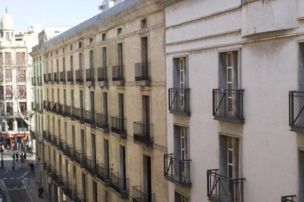 BCN House Apartments - фото 10