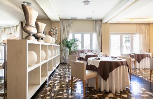 Gran Hotel Almeria - фото 11