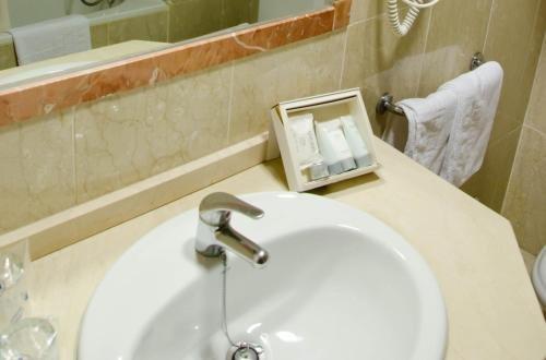 Hotel Castilla Alicante - фото 8
