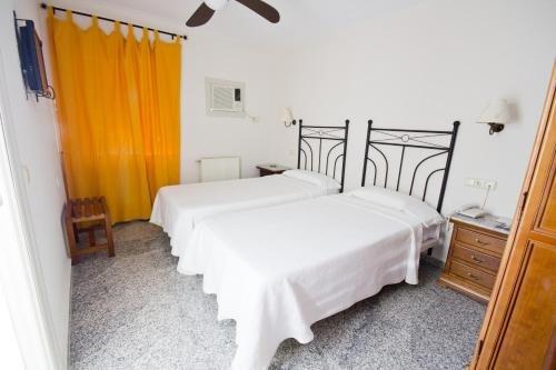 Hostal Nueva Andalucia - фото 4