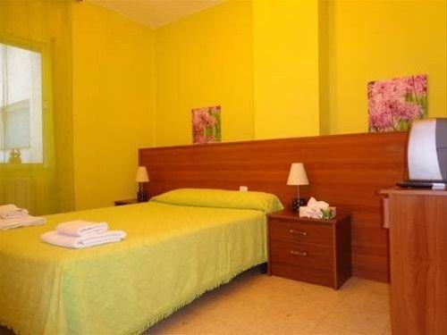 Hotel Pension Mode Lleida - фото 1