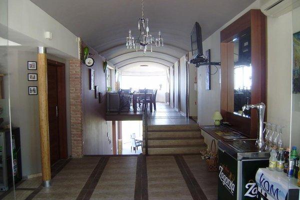 Sea View Family Hotel - фото 12