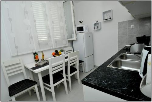 Apartment Karmen - фото 10